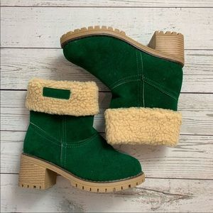 NEW Green faux shearling boots 6